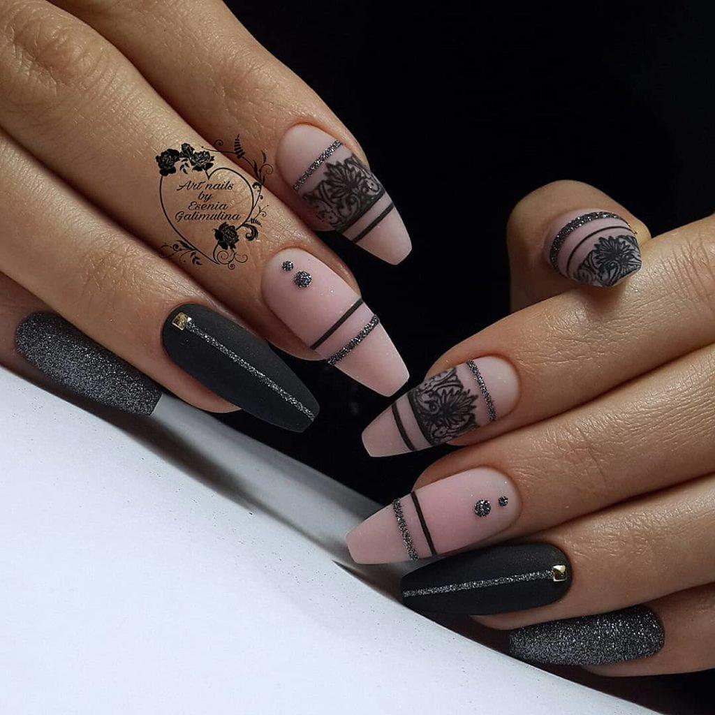 геометрия на ногтях черный