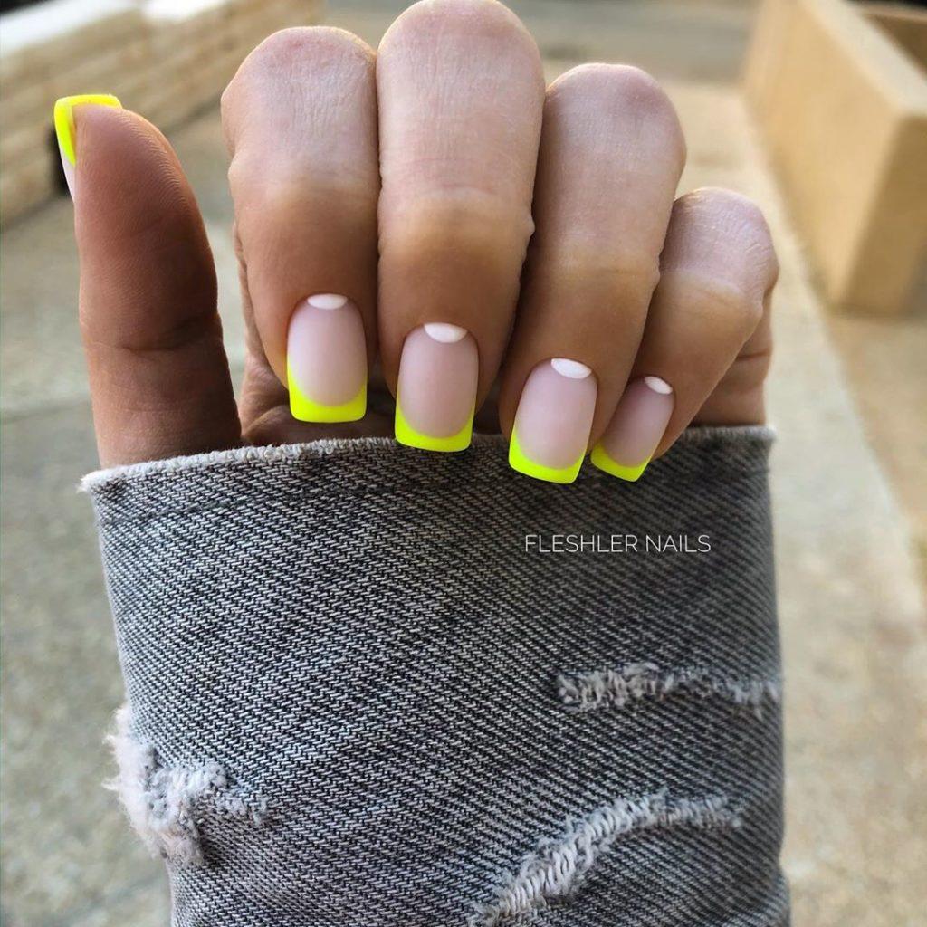 желтый френч модный цвет дизайна ногтей 2020-2021 идеи