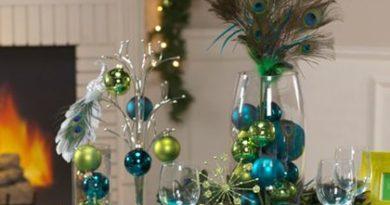 новогодний декор бокалов шищками, бусинками, шариками и веточками