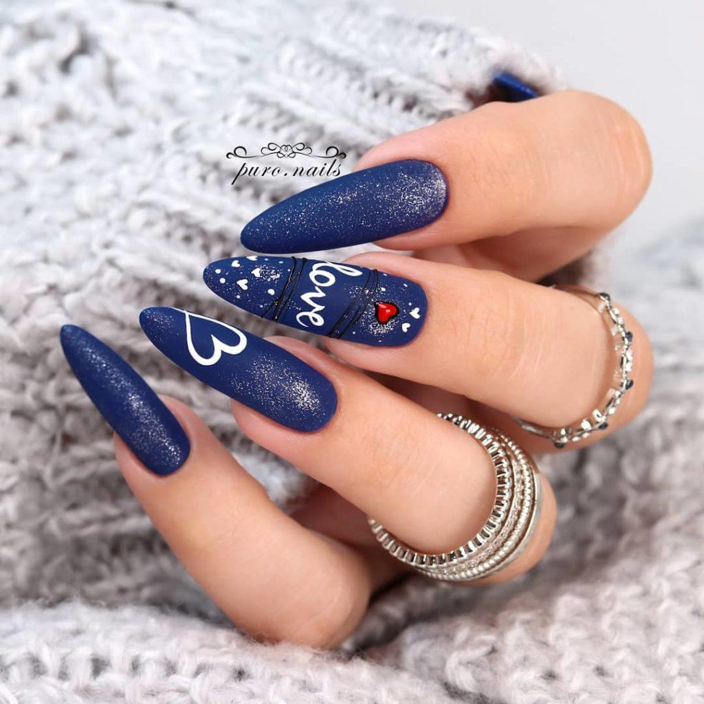 ультрамарин на ногтях
