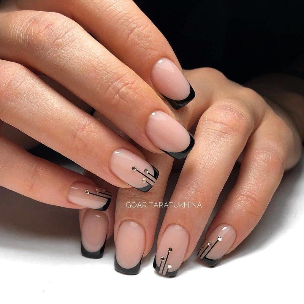 френч короткие ногти черный полоски
