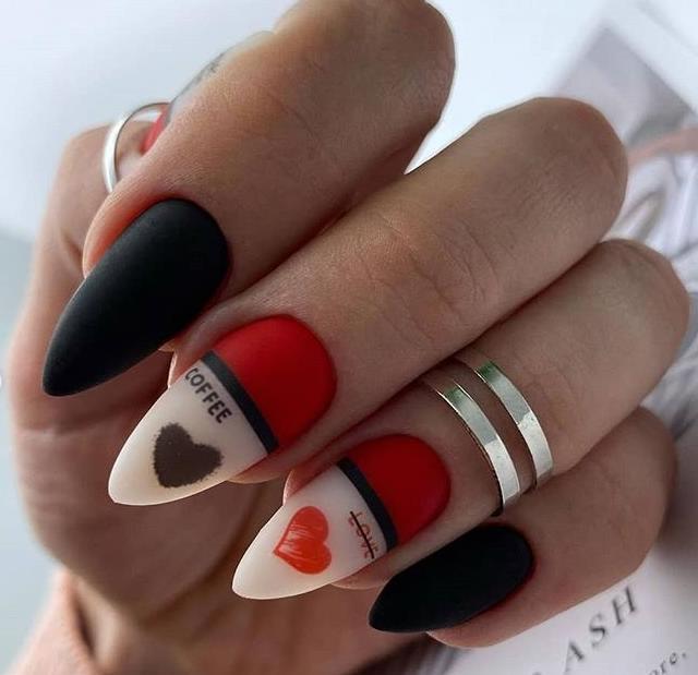 геометрия ногти 2021 сердечки праздничный маникюр