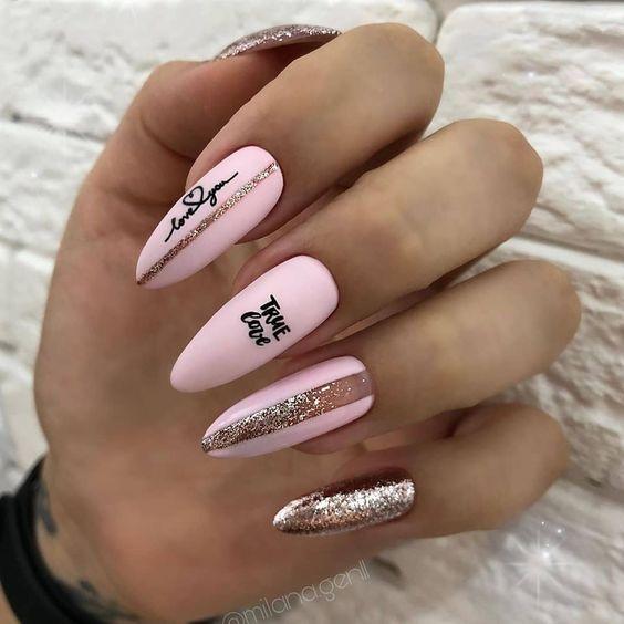 нежные ногти надписи любовь сердечки