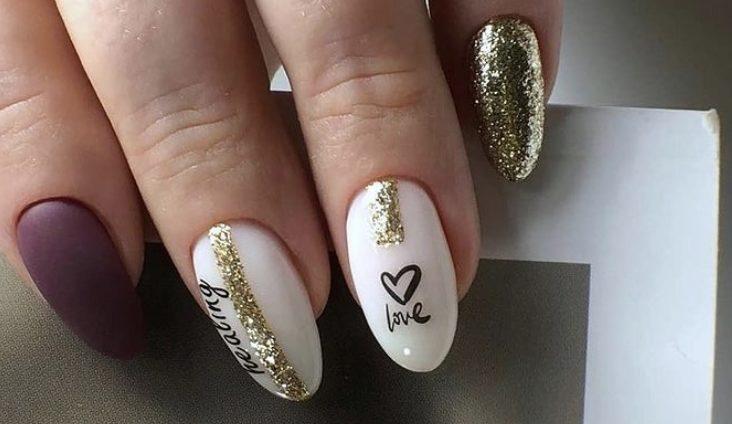 стильные идеи для ногтей золото фольга надписи
