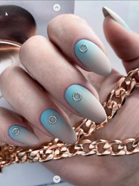 колечки на ногтях покрытие градиенты 2022 маникюр фото