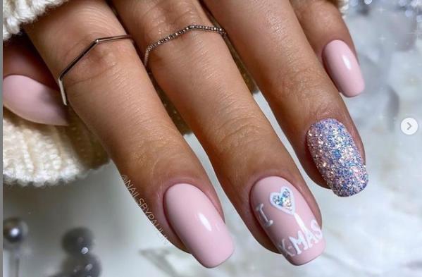 стильные красивые новогодние ногти 2022