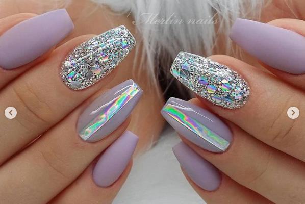 голограмма на ногтях 2022 идеи