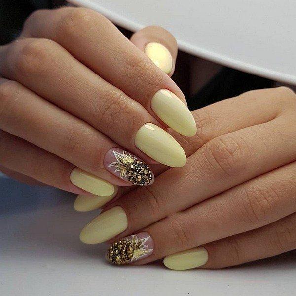 вязанный маникюр 2022 идеи ногтей желтого цветафото