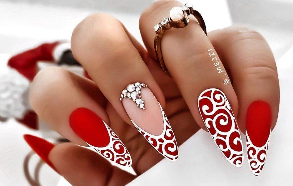 красный дизайн ногтей 2022 с узорами новинки