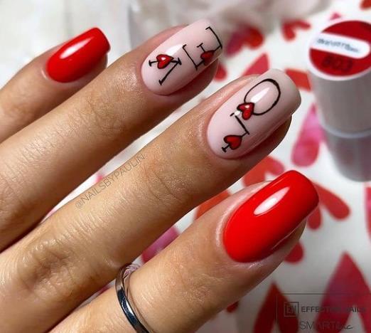сердечки на ногтях стилизованный дизайн ногтей с надписью 2021-2022 фото подборка