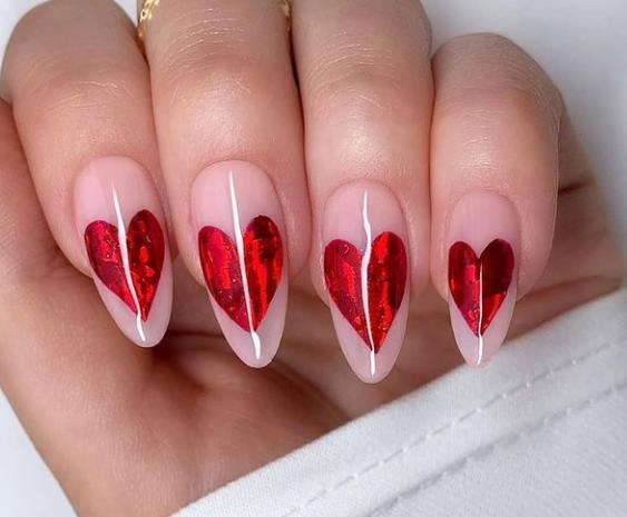 сердечки на ногтях стилизованный дизайн ногтей 2021-2022 фото подборка
