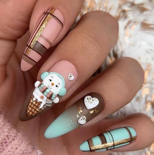 длинные миндалевидные ногти с рисунками в красивых цветах
